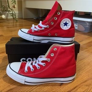 Converse high Top Chuck Taylors in Red